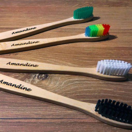 4 brosses à dents gravées amandine