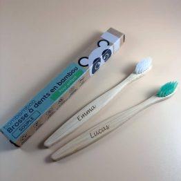 deux brosses à dents enfant gravées emma et lucas