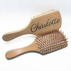 brosse à cheveux en bambou avec gravure personnalisée