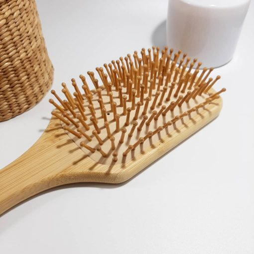 detail brosse a cheveux en bambou biais