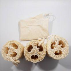 trois éponges loofah avec sachet